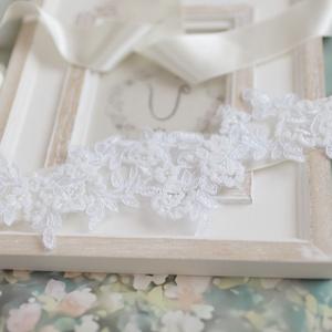Gyöngyökkel hímzett csipkés menyasszonyi öv, Öv & Pánt, Kiegészítők, Esküvő, Mindenmás, A szalag hossza 250cm, masnira köthető, ekrü. Szépen feldob egy egyszerűbb klasszikus ruhát., Meska