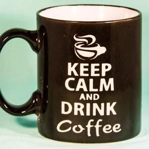 Egyedi Kávé rajongó bögre -Minimalista Fekete-, Otthon & lakás, Konyhafelszerelés, Bögre, csésze, Szobrászat, Gravírozás, pirográfia, Ezeket a bögréinket a kávé szerelmeseinek ajánljuk. Mi magunk is nagy kávé fanok vagyunk, és szeretn..., Meska