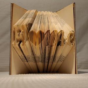 Home feliratú könyv, Könyvszobor, Dekoráció, Otthon & Lakás, Papírművészet, Régi könyvek új élete :)\nRendelhető a képeken látható, home feliratos könyv. Rendeléstől számított 2..., Meska