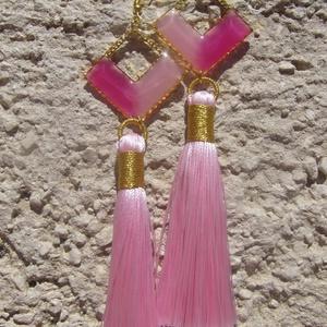 Világos Rózsaszín bojtos fülbevaló, Rojtos fülbevaló, Fülbevaló, Ékszer, Ékszerkészítés, Kétféle rózsaszínnel színezett gyantát ütköztettem a keretbe és ezt megbolondítottam egy rózsaszín b..., Meska