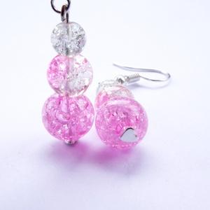 Rózsaszín roppantott üveggyöngy fülbevaló, Ékszer, Fülbevaló, Lógó fülbevaló, Ékszerkészítés, Fehér 6 mm, fehér-rózsaszín 8 mm és egy rózsaszín 10 mm roppantott üveggyöngy alkotja ezt a kis szép..., Meska
