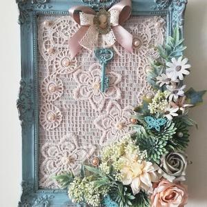 Türkiz képkeret shabby stílusban, Otthon & Lakás, Dekoráció, Kép & Falikép, Virágkötés, Festett tárgyak, Antik képkeret újragondolva, régi csipkével, virágokkal romantikus, kopottan elegáns stílusban.\nMére..., Meska
