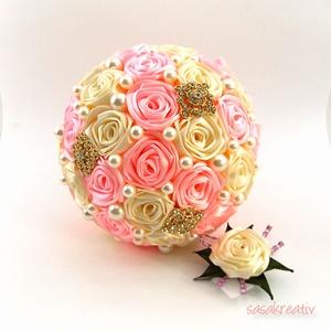 \'SATIN RIBBON ROSES\' csokor KÖZEPES + vőlegénykitűző, Esküvő, Esküvői csokor, Esküvői ékszer, Virágkötés, Menyasszonyi csokrainkhoz kérhető színben harmonizáló vőlegénykitűző is!\nSzámtalan színkombinációban..., Meska
