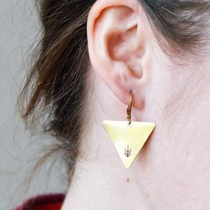 Nyíl háromszög fülbevaló (schalleszter) - Meska.hu