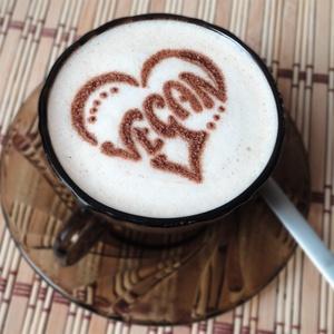 Cappuccino díszítő sablon fából, Esküvő, Nászajándék, Konyhafelszerelés, Otthon & lakás, Bögre, csésze, Famegmunkálás, A sablon 3 furnérlap összeragasztásával majd a kívánt minta kifűrészelésével készül, végül 3 réteg l..., Meska