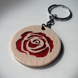Fa rózsa mintás kulcstartó, Egyéb, Kulcstartó, táskadísz, Táska, Divat & Szépség, Famegmunkálás, Fából, intarzia technikával készült kulcstartó, rózsa mintával.\nTermészetes fa páccal színezve, felü..., Meska