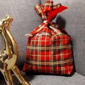 Mikulás tasak - kockás (skót), szalaggal, Otthon & Lakás, Karácsony & Mikulás, Mikulás, Varrás, Minőségi textilből készült mikulás, vagy karácsonyi ajándék tasak. Díszszalaggal.\nBélése belül piros..., Meska