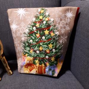 Mikulás tasak - karácsonyfa mintás, madzaggal, Otthon & Lakás, Karácsony & Mikulás, Mikulás, Varrás, Vastagabb vászonból készült mikulás, vagy karácsonyi ajándék tasak. \nHátul és a bélése piros pamutvá..., Meska