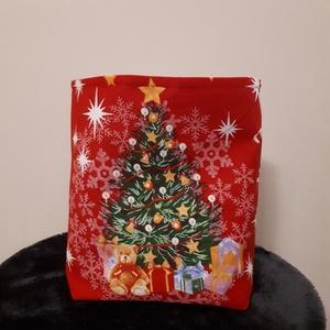Mikulás tasak - karácsonyfa mintás, Otthon & Lakás, Karácsony & Mikulás, Mikulás, Varrás, Vastagabb vászonból készült mikulás, vagy karácsonyi ajándék tasak. \nHátul és a bélése piros pamutvá..., Meska