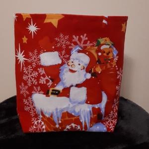 Mikulás tasak - Télapó a kéményben mintás, Otthon & Lakás, Karácsony & Mikulás, Mikulás, Varrás, Vastagabb vászonból készült mikulás, vagy karácsonyi ajándék tasak. \nHátul és a bélése piros pamutvá..., Meska