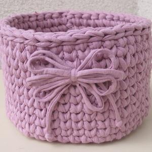 Horgolt kerek tároló, Otthon & Lakás, Tárolókosár, Tárolás & Rendszerezés,   Újrahasznosított pólófonalból horgoltam ezt a halvány rózsaszín kerek tárolót, amelyet ugyanabból ..., Meska
