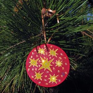 Kristályokkal díszített csillagos selyem karácsonyfadísz mandala , Dekoráció, Otthon & lakás, Karácsony, Ünnepi dekoráció, Karácsonyfadísz, Karácsonyi dekoráció, Selyemfestés, Különleges, ünnepi hangulatot árasztó, kézzel festett selyem mandala, rávasalható kristályokkal dísz..., Meska