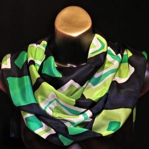 Sötétkék alapon fehér-mirtusz-ánizs zöld geometriai mintás viaszbatik selyemsál, Táska, Divat & Szépség, Sál, sapka, kesztyű, Ruha, divat, Sál, Selyemfestés, Finom, extra minőségű selyemből Crep de Chine 08  és különleges festékkel, viaszbatik technikával ké..., Meska