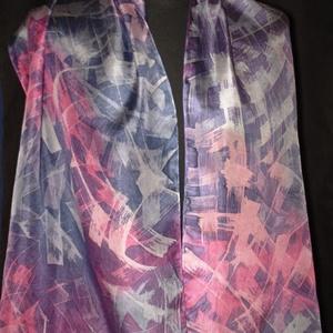 Pink-szürke absztrakt mintás, kézzel festett egyedi tervezésű selyemsál, Táska, Divat & Szépség, Ruha, divat, Sál, sapka, kesztyű, Sál, Selyemfestés, Kiváló, minőségű  selyemből Ponge 05 és különleges viaszbatik festési technikával készített egyedi t..., Meska