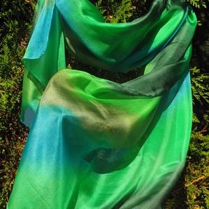 Zöld különböző árnyalatai színátmenetes selyem sál , Táska, Divat & Szépség, Ruha, divat, Sál, sapka, kesztyű, Sál, Selyemfestés, Kiváló minőségű anyagból és különleges festékkel készített egyedi tervezésű, különlegesen szép színv..., Meska