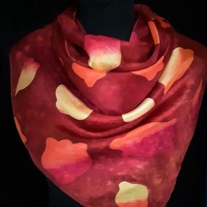 Bordó alapon ősz szinei tarka tulipán mintásselyem kendő, Táska, Divat & Szépség, Ruha, divat, Sál, sapka, kesztyű, Sál, Selyemfestés, Finom, extra minőségű anyagból és különleges festékkel, viaszbatik technikával készített egyedi terv..., Meska