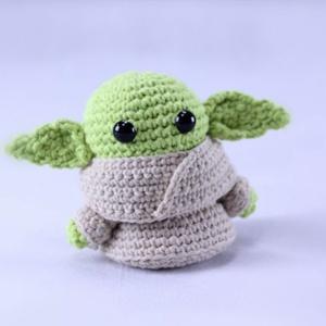 """Baby Yoda horgolt figura, Játék & Gyerek, Plüssállat & Játékfigura, Horgolás, Varrás, A nagysikerű Mandalorian sorozat \""""sztárja\"""", Baby Yoda.\nA  figura amigurumi technikával készült, 80 %..., Meska"""