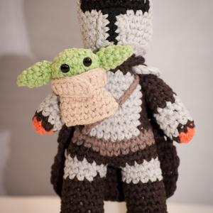 """Mandalori és a kis Grogu, Játék & Gyerek, Plüssállat & Játékfigura, Horgolás, Varrás, A nagysikerű The Mandalorian sorozat két \""""sztárja\"""", Mandalori és a kis Baby Yoda, alias Grogu.\nA fig..., Meska"""