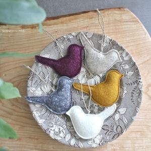 Gyapjúfilc madárkák- Boldog Otthonok, Otthon & lakás, Dekoráció, Lakberendezés, Varrás, Szuper minőségű (magyar) gyapjúfilcből, aprólékos varrással születtek. Testüket enyhén töltöttem egy..., Meska