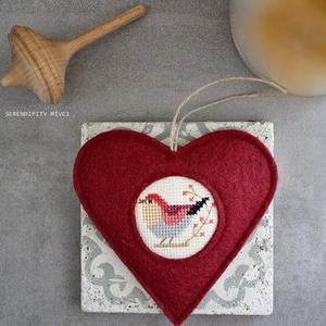 M a d á r k á s ajtódísz - Ősz váró, Függődísz, Dekoráció, Otthon & Lakás, Varrás, Hímzés, Aprólékos hímzéssel, teljes mértékben kézzel hímzett madárkás szív, azért hogy egy kis vidámságot cs..., Meska