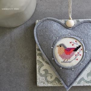 M a d á r k á s ajtódísz - Anyák napi üdvözlet, Otthon & Lakás, Dekoráció, Ajtódísz & Kopogtató, Aprólékos hímzéssel, teljes mértékben kézzel hímzett madárkás szív, azért hogy egy kis vidámságot cs..., Meska