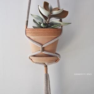 Virágtartó m i n i m á l - növényimádó otthonok, Otthon & Lakás, Dekoráció, Virágtartó, Kézzel készült, felakasztható vagy -függeszthető macramé növénytartó, amely igazán hasznos, ha nincs..., Meska