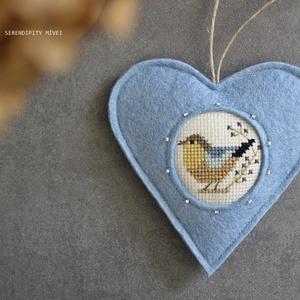 M a d á r k á s ajtódísz - Balatoni kékség, Otthon & Lakás, Dekoráció, Ajtódísz & Kopogtató, Varrás, Hímzés, Aprólékos hímzéssel, teljes mértékben kézzel hímzett madárkás szív, azért hogy egy kis vidámságot cs..., Meska