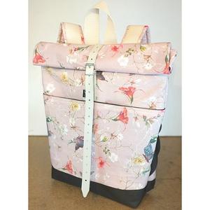 Serin rózsaszín elől zsebes hátizsák (mama coll.), Táska, Divat & Szépség, Táska, Hátizsák, Varrás, Újrahasznosított alapanyagból készült termékek, Egyéni virágos hátizsák.\nA táska külseje egy mintás rózsaszín lepkés virágos vászon  anyag .Elől zse..., Meska