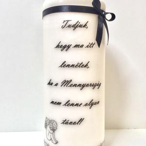 Emlék gyertya (esküvőre), Gyertya & Gyertyatartó, Dekoráció, Esküvő, Gyertya-, mécseskészítés, Mindenmás, 8x20 cm magas natúr fehér színű gyertya szeretteink emlékére. \nA felirat, betűtípus, díszítés (csipk..., Meska