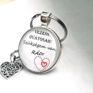 """Egyedi feliratos, képes kulcstartó 1 db, Táska & Tok, Kulcstartó & Táskadísz, Kulcstartó, Mindenmás, """"Vezess óvatosan!""""\n""""Kulcstartó apának""""\n""""Szeretünk""""\n\nVáltoztatok rajta, ha szeretnéd!\nÍrj, ha többet ..., Meska"""