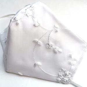 Alkalmi, elegáns, esküvői maszk - Fehér hímzett - 3 rétegű , Esküvő, Ruha, Hímzés, Megálmodtam és elkészítettem :)\nElegáns, különleges darab.\n3 rétegű mosható arcmaszk. A maszk 2 réte..., Meska