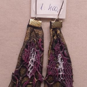 Csipkével díszített arany-lila fülbevaló, Ékszer, Fülbevaló, Ékszerkészítés, A fülbevaló paverpol technikával készült (textil alapú), valódi egyéniségeknek ajánlom.\nA technikábó..., Meska