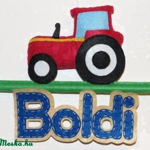 Traktor névtábla, Névtábla, Ház & Kert, Otthon & Lakás, Varrás, Kérhető más névvel és színben is :) \n\nMérete:19x18 cm , Meska