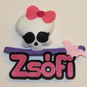 Monster High névtábla, Gyerek & játék, Gyerekszoba, Baba falikép, Varrás, Iskolás korú, nagyobb gyermekek számára készítettem ezt a Monster High névtáblát, amely kiválóan alk..., Meska