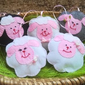 Húsvéti bárány, Művészet, Textil, Egyéb, Varrás, Filc anyagból készült akasztható báránykák. Tömőanyaggal bélelve, könnyű függeszthető dísz. Mérete 1..., Meska