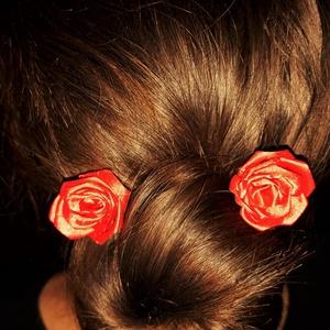 vörös rózsás hullámcsat (SharmingSatine) - Meska.hu