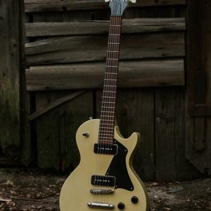 SHG Guitars - TV Yellow LP JR gitár, Művészet, Hangszer & Hangszertok, Mindenmás, Famegmunkálás, Magyar készítő által, kézzel tervezett és készített, custom elektromos gitár.\n\nTest: 3 darab mahagón..., Meska