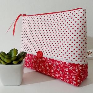Piros pöttyös neszesszer, Táska, Divat & Szépség, Táska, Neszesszer, Pénztárca, tok, tárca, Erszény, Pénztárca, Varrás, Kedvelem a pöttyös anyagokat, mert a legegyszerűbb mintájú textileket is megbolondítja, vidámmá tesz..., Meska