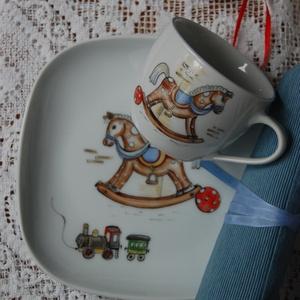gyermek porcelán tányér+bögre kézzel festett figurával, Gyerek & játék, Otthon & lakás, Konyhafelszerelés, Bögre, csésze, Festett tárgyak, 19 cm-es tányér+1,5 dl-es bögre gyerekes díszítménnyel.\n\n, Meska