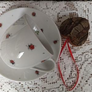 gyermek porcelán tányér+bögre kézzel festett figurával, Otthon & Lakás, Festett tárgyak, 13 cm-es tányér+1,5 dl-es bögre, katicás díszítménnyel.\n\n, Meska