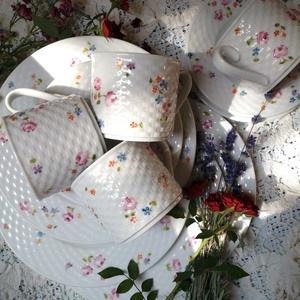 kézzel festett porcelán teás, sütis készlet , Bögre & Csésze, Konyhafelszerelés, Otthon & Lakás, Festett tárgyak, Kézzel festett porcelán készlet virág mintával. A porcelán kosármintás. \nA készlet 4-4-4 darabból ál..., Meska