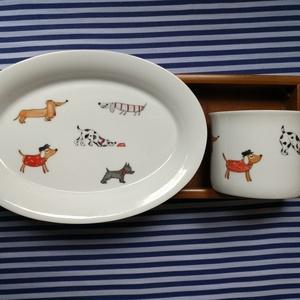 kézzel festett porcelán bögre és tányér, Otthon & Lakás, Konyhafelszerelés, Bögre & Csésze, Festett tárgyak, Kézzel festett porcelán bögre, + tányérka kutyusos mintával (1,5dl- + tányér 16*10 cm-es)\n, Meska