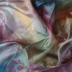 Kézzel festett hernyóselyem kendő 90x90 cm, Táska, Divat & Szépség, Selyemfestés, Kézzel festett hernyóselyem kendő.\nMérete: 90x90 cm\nPongé 05 - vékony, finom selyemből készült.\n..., Meska