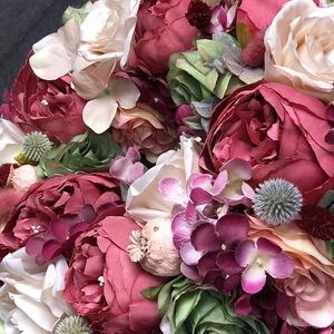 Őszi bordó virágos koszorú kopogtató ajtódísz, Koszorú, Dekoráció, Otthon & Lakás, Virágkötés, Őszies bordó és bézs színekkel és apró kiegészítőkkel készült koszorú, azoknak akik imádják a virágo..., Meska