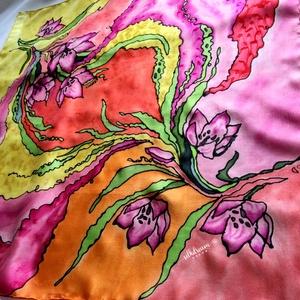 Kézzel festett vidám színes valódi selyemkendő sál, Ruha & Divat, Sál, Sapka, Kendő, Kendő, Selyemfestés, Elegáns egyedi kézzel festett nőies színekkel és virágokkal díszített valódi selyemre festett kendő,..., Meska