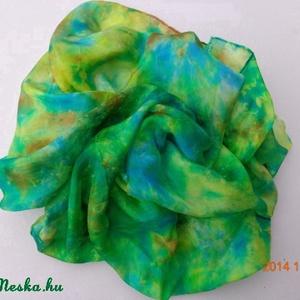 Smaragd zöld selyemkendő/ selyemsál, Táska, Divat & Szépség, Sál, sapka, kesztyű, Ruha, divat, Képzőművészet, Otthon & lakás, Selyemfestés, anyaga: 100 % selyem\nmérete: 74*74 cm vagy 150*40 cm\nMárványozott technikával készült selyem kendő. ..., Meska