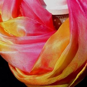 Gyümölcsös vidám selyemsál, Táska, Divat & Szépség, Ruha, divat, Sál, sapka, kesztyű, Sál, Selyemfestés, anyaga: 100% selyem, ponge8/magasabb selyem-tartalommal/\nmérete: 40*150 cm\nSzínvilága : pink-sárga-n..., Meska