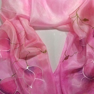 Romantikus selyemsál, Táska, Divat & Szépség, Sál, sapka, kesztyű, Ruha, divat, Sál, Selyemfestés, anyaga: 100% selyem\nmérete: 40*150 cm\nMintája: fehér-rózsaszín pillangó virágok. Nagyon dekoratív,ex..., Meska