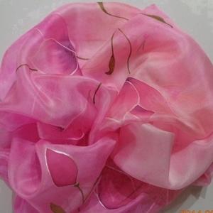 Romantikus selyemsál, Táska, Divat & Szépség, Ruha, divat, Sál, sapka, kesztyű, Sál, Selyemfestés, anyaga: 100% selyem\nmérete: 40*150 cm\nMintája: fehér-rózsaszín pillangó virágok. Nagyon dekoratív,ex..., Meska