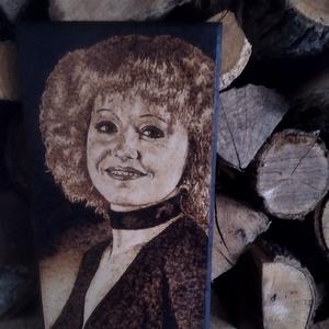 Romantikus retro portré, Otthon & Lakás, Dekoráció, Kép & Falikép, Gravírozás, pirográfia, 14x28cm méretű,kézzel készitett Cserháti Zsuzsa portré\n, Meska